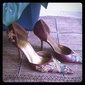 Embroidered Brown pumps